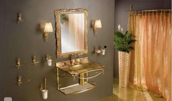 стильное зеркало в интерьере ванной комнаты