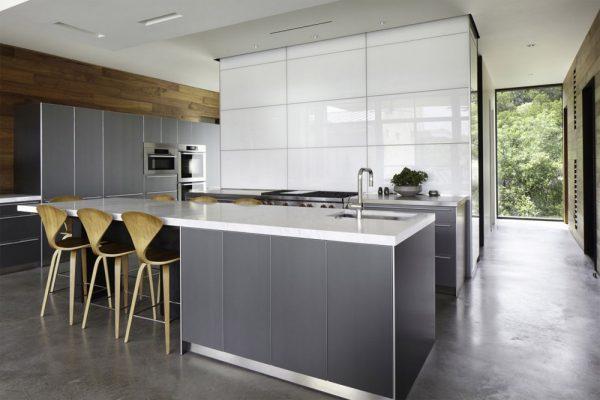 хай тек на кухне в частном доме