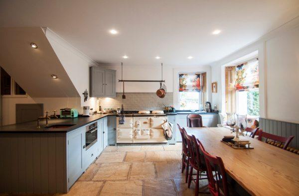 кухня с нижними шкафами