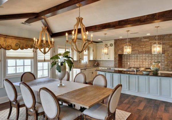 люстра над столом в кухне