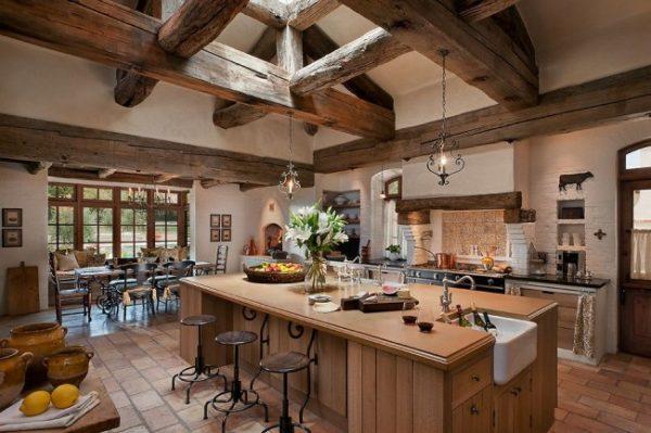 балки на потолке кухни в стиле кантри
