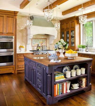 островной стол на кухне кантри