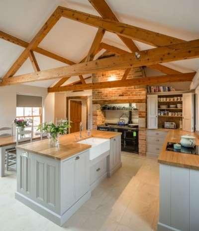Отделка кухни в частном доме: подходящий дизайн и материалы 56