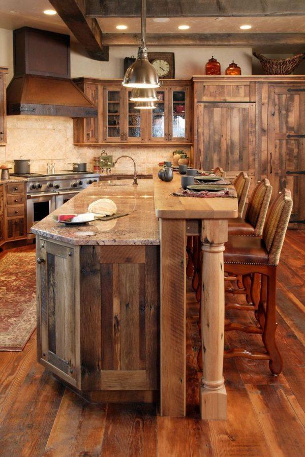 мебель из натурального дерева на кухне кантри