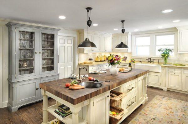 освещение кухни в деревенском стиле