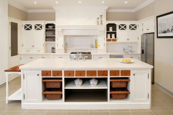белая мебель на кухне кантри
