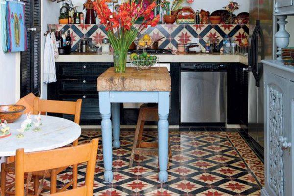 кухня в стиле кантри с кафелем