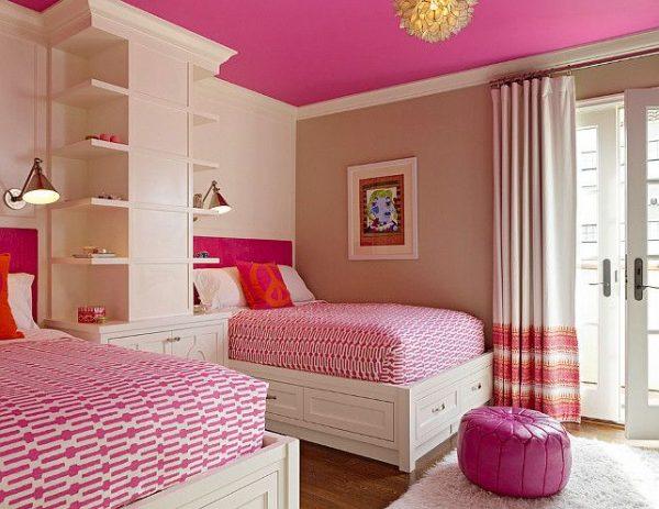 розовая детская для двух девочек с розовыми кроватями