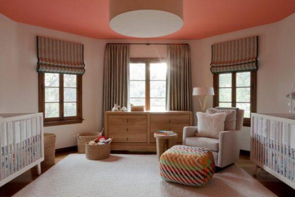 персиковый потолок в детской