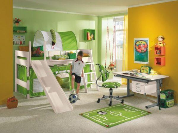 для фанатов футбола детская с футбольной атрибутикой