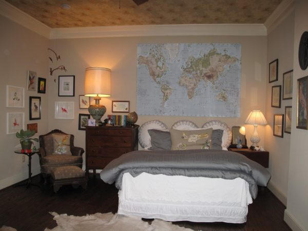 карта мира на стене в детской