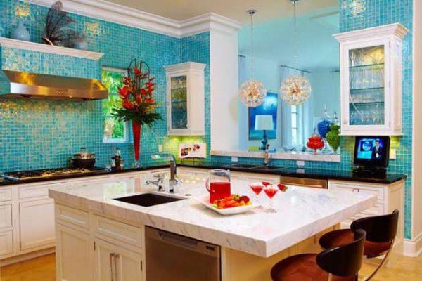 бирюзовая мозаика на греческой кухне