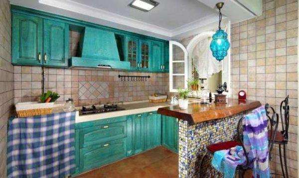 бирюзовый светильник на кухне