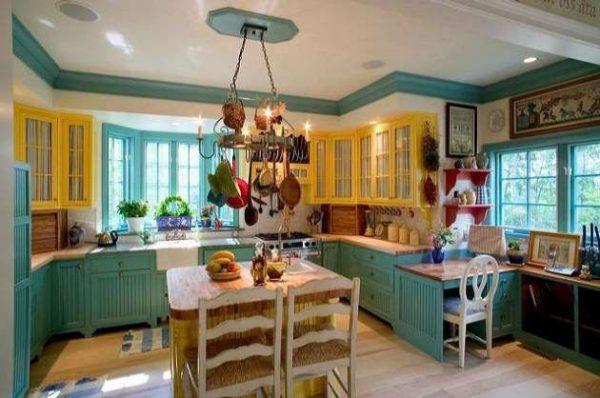 жёлтые шкафы с бирюзовыми на кухне