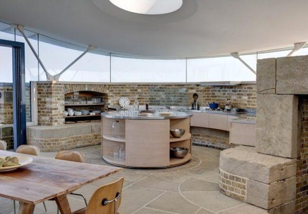 круглый стол на кухне в стиле лофт
