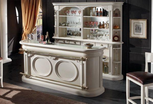 Барная стойка в классическом интерьере кухни