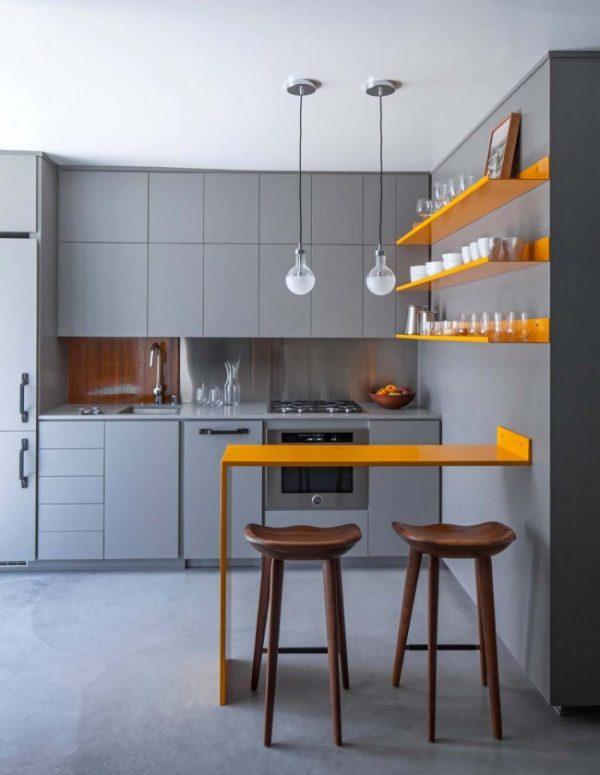 серый гарнитур и стены на кухне