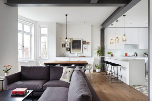 угловой диван в кухне студии