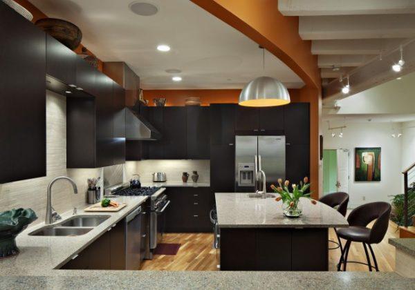 зонирование потолком в кухне студии