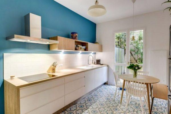 голубой на кухне в скандинавском стиле