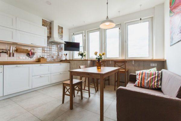 светильник над столом на кухне в скандинавском стиле