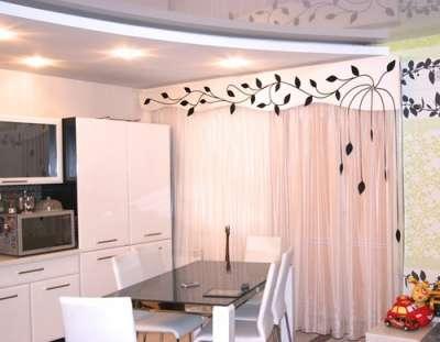 шторы жёстким ламбрекеном можно дополнить декором