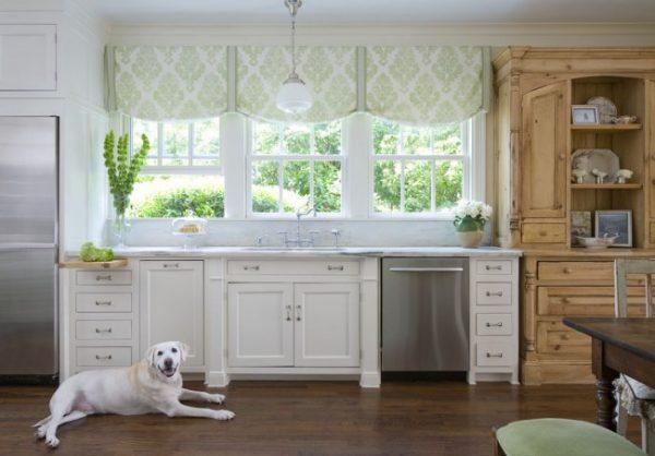 зелёные тёплые шторы на кухне