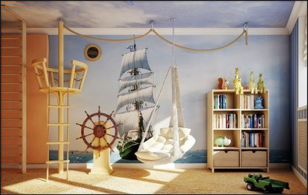 картина с кораблём на стене детской