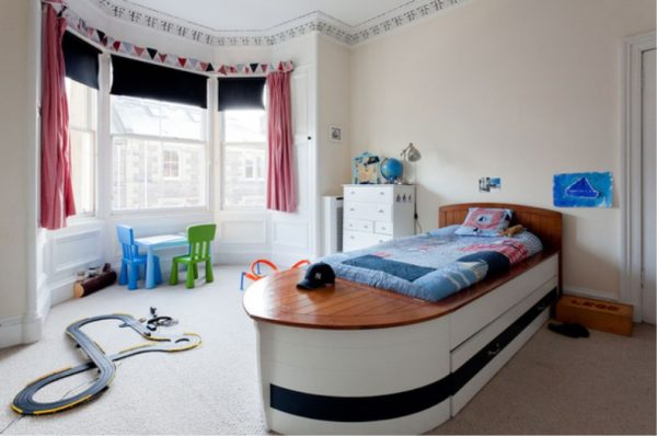 кровать корабль для детской в морском стиле