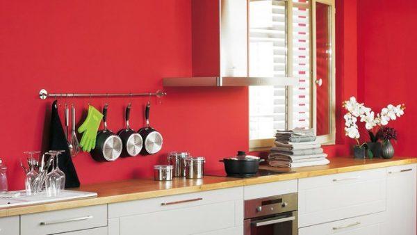 аристократичный красный на кухне