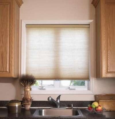 бежевые ролл-шторы на кухне