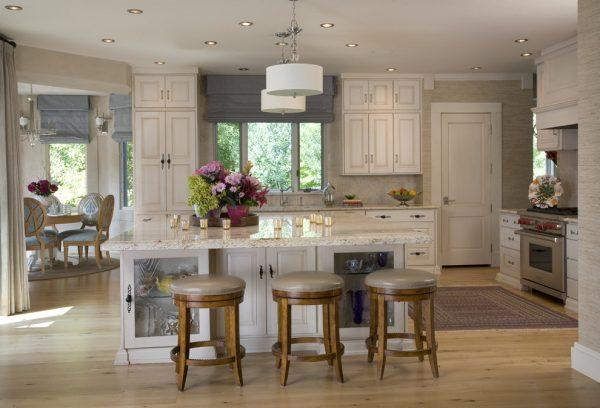 серые шторы для кухни