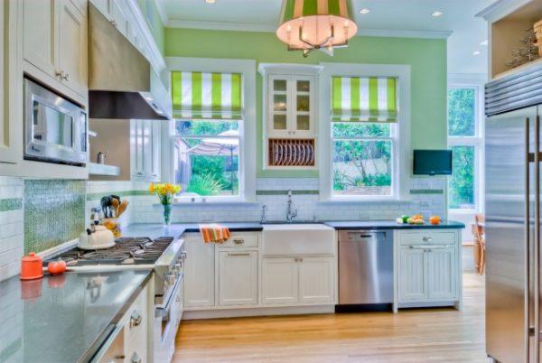 полосатые шторы для кухни