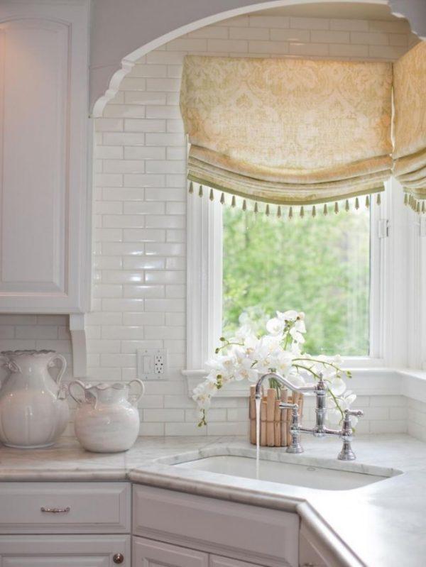 короткие шторы для кухни с бахромой