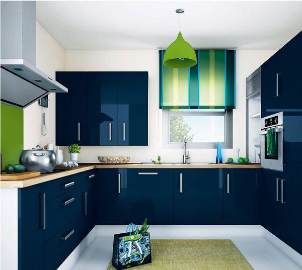 синяя кухня с зелёным цветом