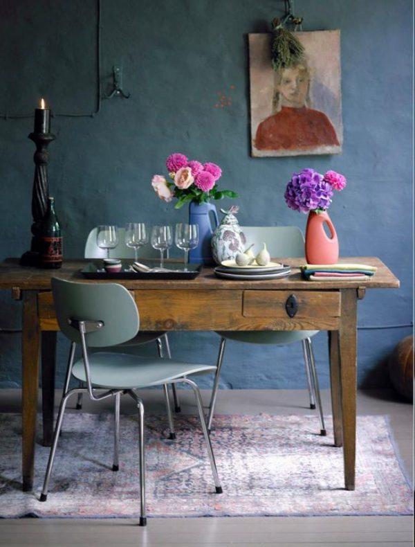 цветы на синей кухне
