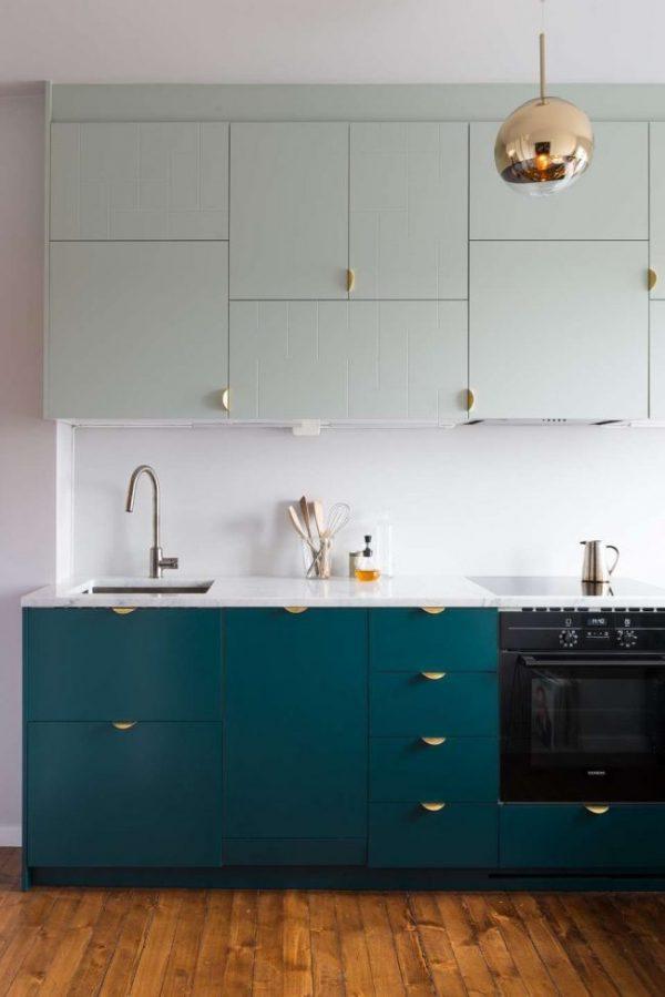 белый верх синий низ на кухне
