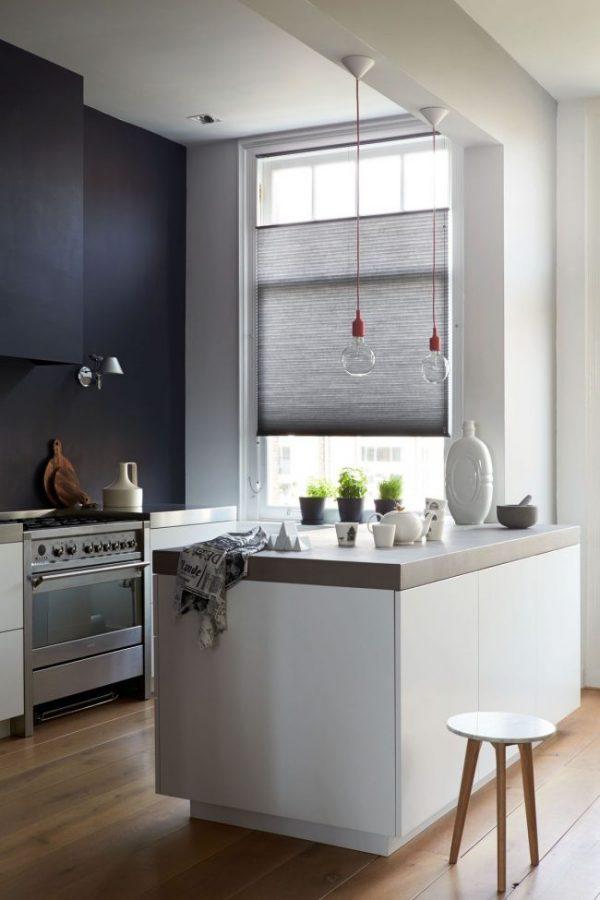 тёмно синие стены на кухне