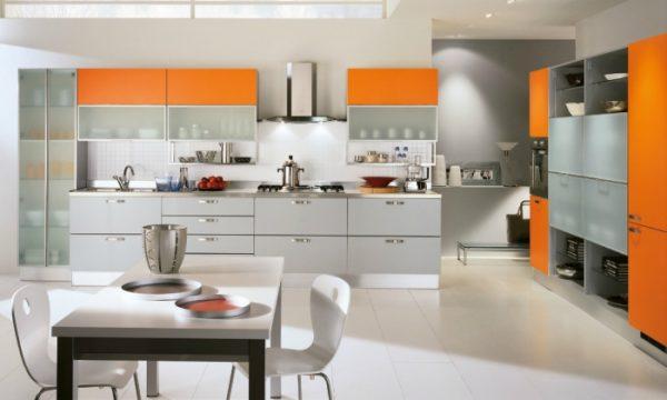 оранжевая с белым современная кухня