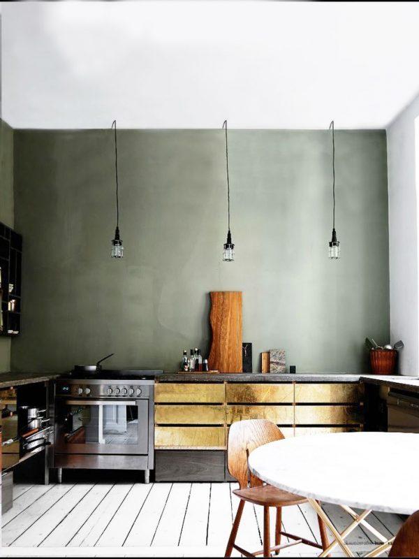 светильники на ножках в интерьере современной кухни