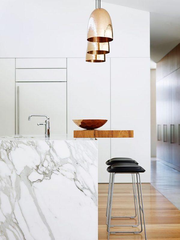 мрамор в интерьере современной кухни