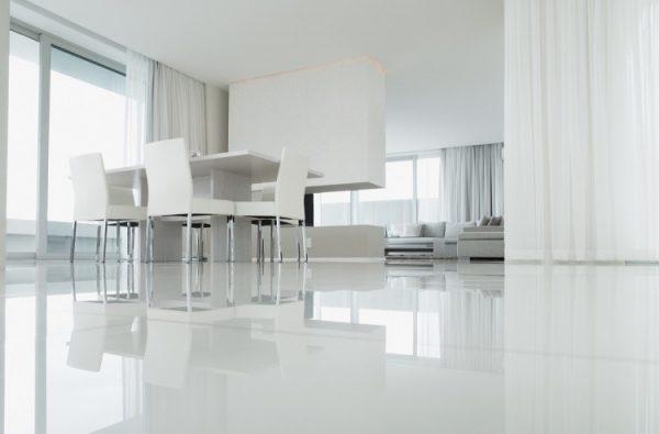 наливные полы на белой кухне