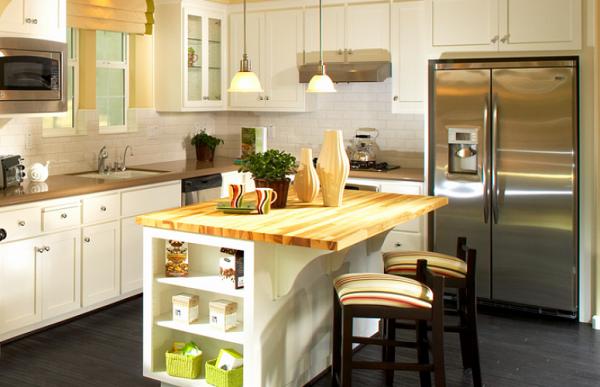 белая кухня из массива дерева