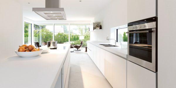 белая кухня в минимализм стиле