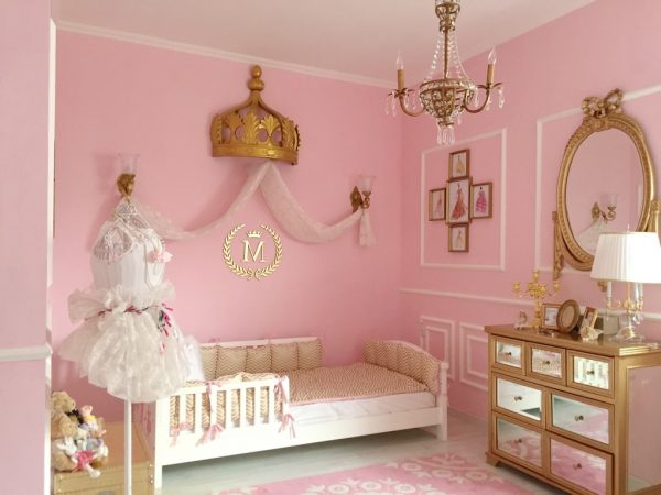 мебель в детской для маленькой принцессы