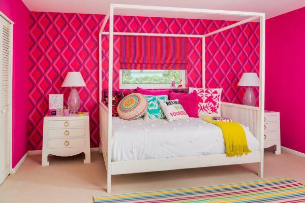 высокая кровать в детской для девочки