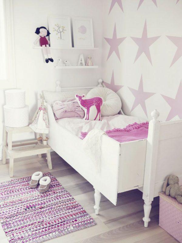 звёзды на стенах детской комнаты для девочки