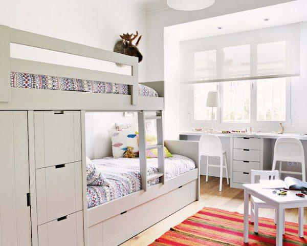 интерьер комнаты для двух девочек белая двухуровневая кровать
