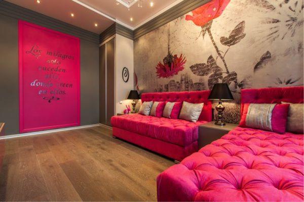розовый с фотообоями в детской комнате для девочек