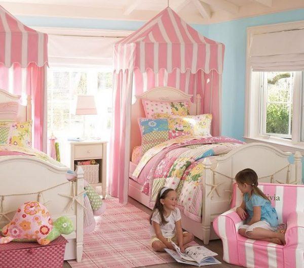 балдахины над кроватями девочек